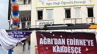 HDP'li Başkan, Ak Parti mitingini izledi!