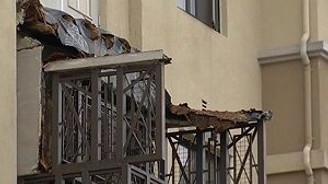 Balkon yıkıldı 6 kişi öldü