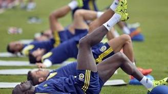 Fenerbahçe'nin ilk antrenmanında ''yeniler'' göz doldurdu