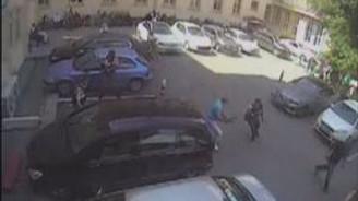 Mahkumun askerleri yaralayıp firar ettiği an kamerada