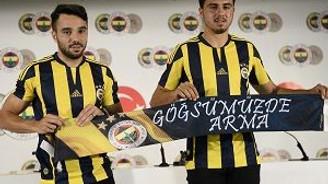 Fenerbahçe'nin yeni yıldızları imzayı attı