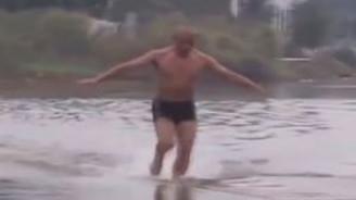 Suyun üstünde 125 Metre yürüdü
