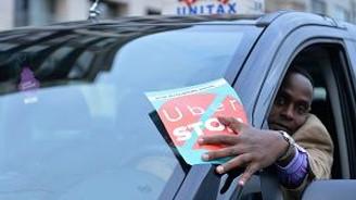 Taksiciler telefon uygulamasını protesto etti