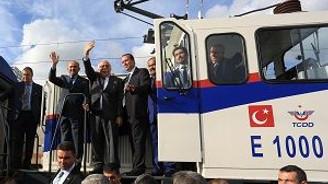 """""""E1000 Yerli Elektrikli Lokomotif"""" tanıtıldı"""