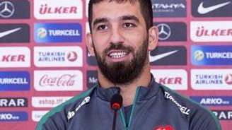 Arda Turan'dan futbol yorumcularına öğüt