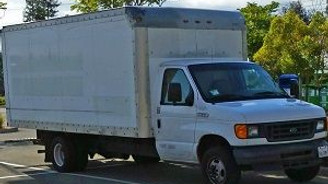 Google'ın yazılım mühendisi bir kamyonetin arkasında yaşıyor