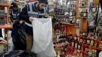 İzmir polisi sahte içkilerin peşinde
