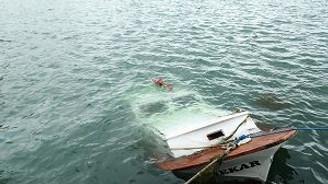Fırtına demirli tekneyi batırdı