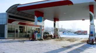 Benzin pompaları buz tuttu