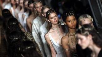 """Paris Moda Haftasında """"özgürlük"""" teması"""