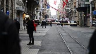 İstanbul'un en kalabalık yeri İstiklal Caddesi'nde canlı bomba saldırısı
