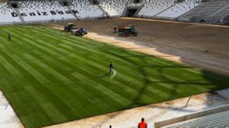 Vodafone Arena'da çim serme işlemi