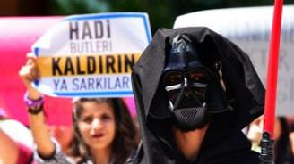 "Akdeniz Üniversitesi'nde ""Darth Vader"" ve ""John Snow""lu eylem!"