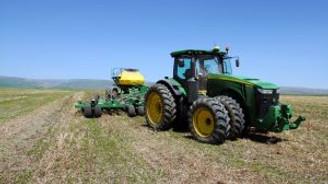 """Muş'ta """"sürücüsüz traktör"""" ile ekim!"""