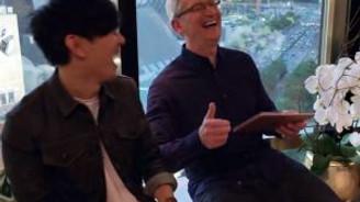 Apple'ın CEO'su Tim Cook, müzikle coştu!