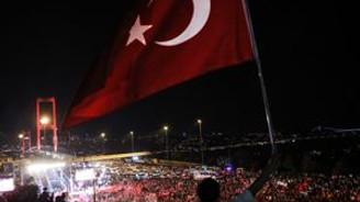 Yüz binler Boğaziçi Köprüsü'ne yürüdü