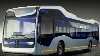 Mercedes'in şoförsüz otobüsü yollarda