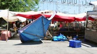 Helikopter halk pazarında alçak uçuş yaptı: 1 yaralı