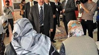 Vali'den yaşlılara türkü ziyafeti