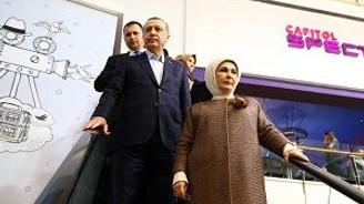 """Cumhurbaşkanı Erdoğan, """"Bizim Hikaye"""" filmini izledi"""