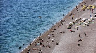 Sıcak havalar turistleri denize çekti