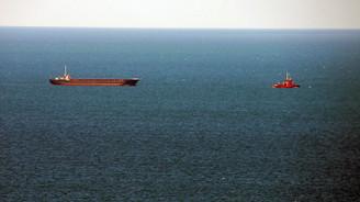 Dev kargo gemisi yan yattı