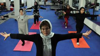 Afgan kadınlar yogaya başladı