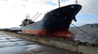 Lodos, gemiyi karaya vurdu