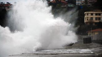 Zonguldak'ta korkutan dalgalar