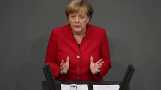 Oylama öncesi Merkel'den Türkiye çıkışı