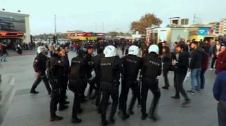 Kadıköy'de göstericilere polis müdahalesi