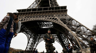Fransa'da olağanüstü hal uzatılıyor