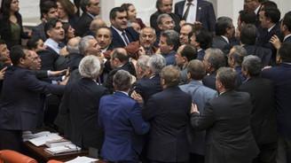 AK Partililer ile HDP'liler yumruklaştı