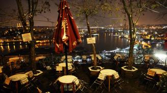 İstanbul'a, beklenen kar yağdı
