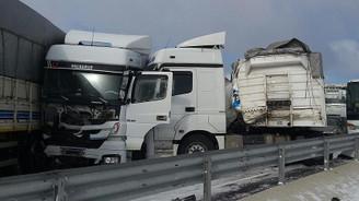 Aksaray'daki trafik kazasında 36 araç birbirine girdi