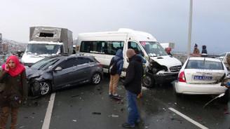 15 araç birbirine girdi: Çok sayıda yaralı var