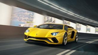 2017 Lamborghini Aventador S tahtı almaya geliyor