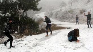 İzmir'e de kar yağdı