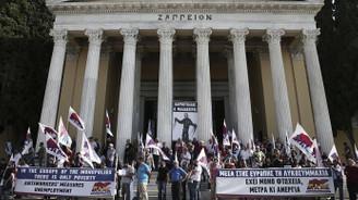 Protestocular Zapyon Sarayı'nı işgal etti