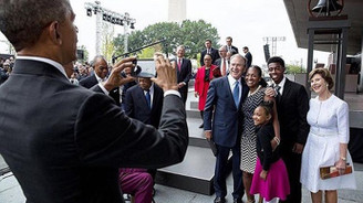 Obama'dan Bush'a selfie yardım