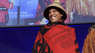 Obama'ya ilginç kıyafet