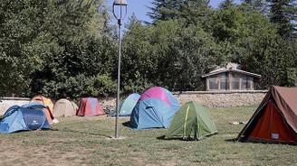Depremzedeler günlerdir çadırlarda kalıyor