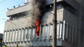 Televizyon binası ateşe verildi