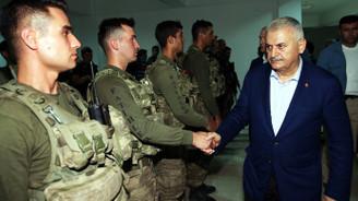 Başbakan Çukurca'da askeri birlikleri ziyaret etti