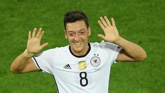 Almanya'da yılın milli futbolcusu Mesut Özil