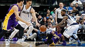 Lakers tarihi yenilgiyi önleyemedi