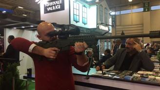 Turizm fuarında silah tanıttılar!