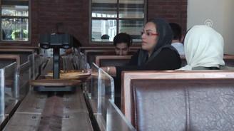 İran'daki ilk robotik restorana ilgi büyük