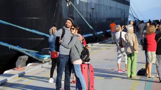 Kuşadası'na bin 785 turist geldi