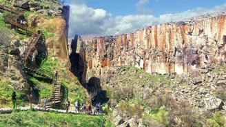 Hasan Dağı'nın eteklerinde bir şehir